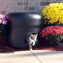 Don't feel like making a DIY cat shelter? The Kitty Tube will keep your outside cat cozy and warm.
